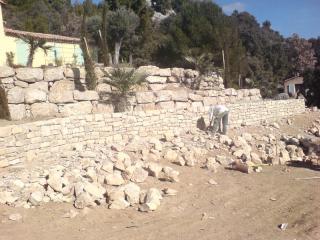 Murs en pierres réalisés à Régusse dans le Haut-Var