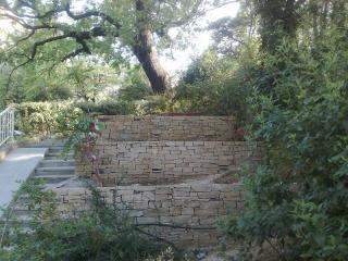 Jardinières en Gneiss de Saint Yrieix et escalier en travertin Aix en Provence