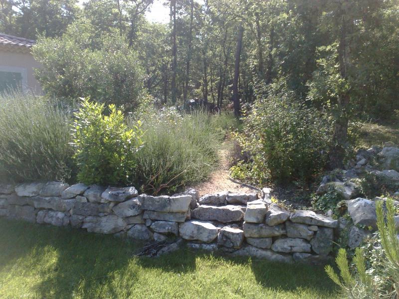 Am nagement jardin brignoles brignoles var for Amenagement jardin var