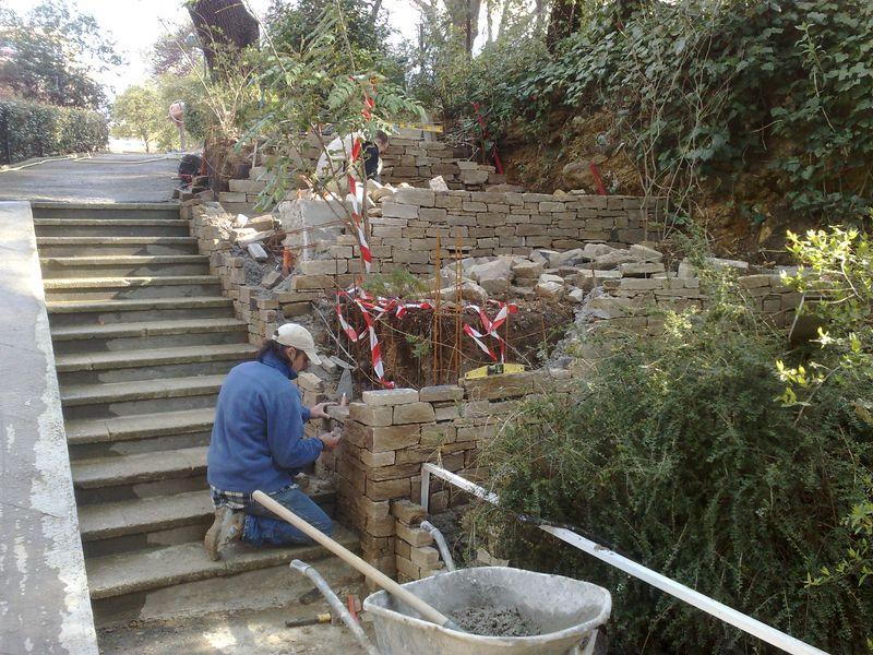 Jardinieres en gneiss de saint yriex escalier en for Construire un escalier exterieur en parpaing