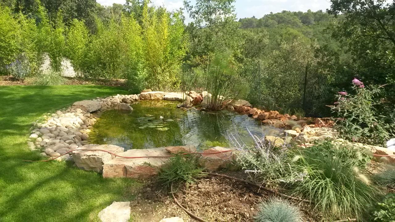 L 39 eau dans le jardin cr ation de jardins brignoles var for Le jardin vivant
