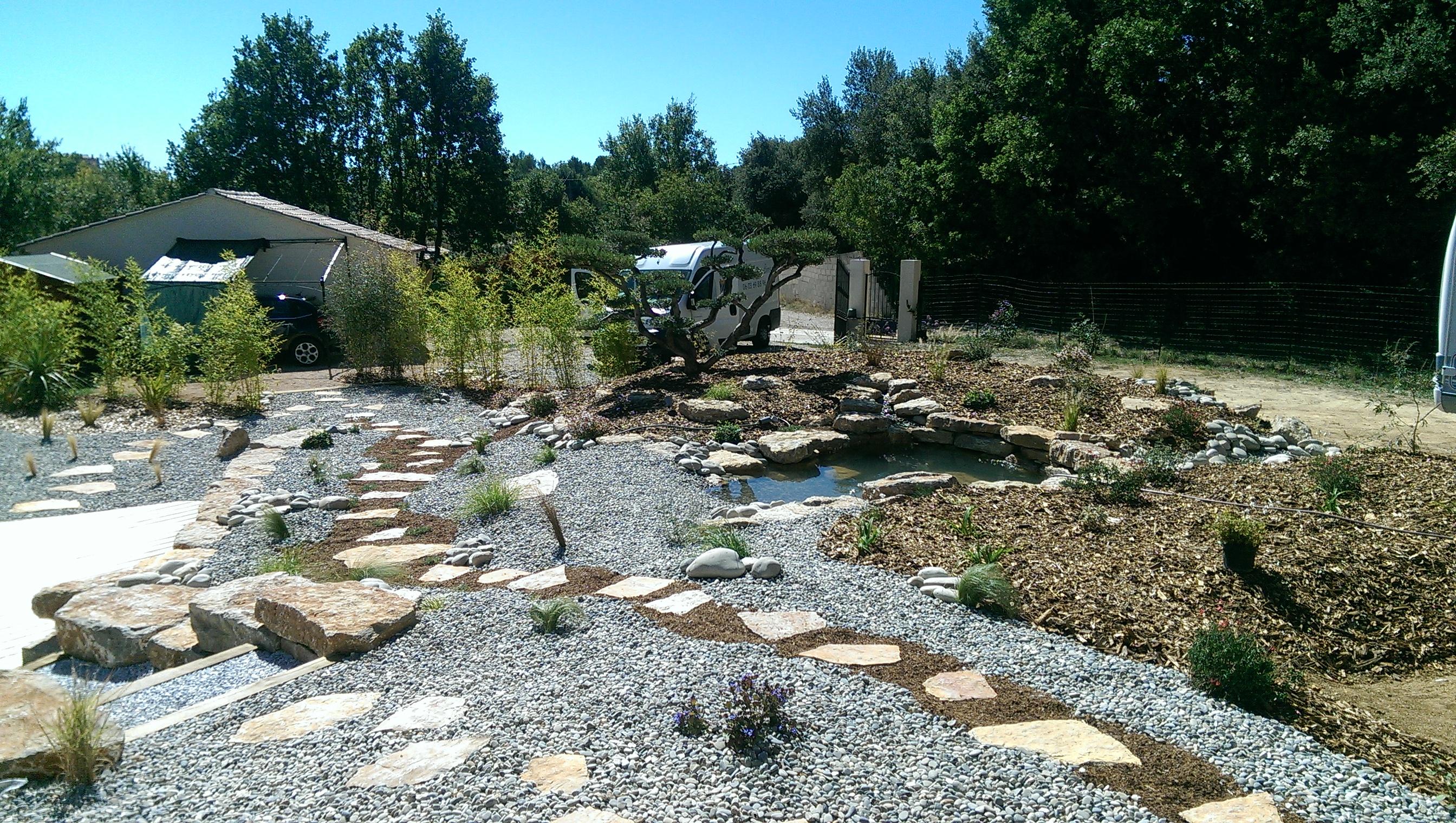 L 39 eau dans le jardin cr ation de jardins brignoles var for Bricoler dans le jardin