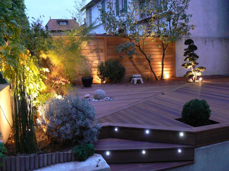 Le bois dans le jardin cr ation de jardins brignoles for Dans le jardin