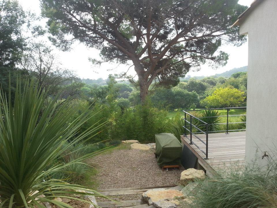 Terrasse en bois dans le jardin diverses for Conception de jardin dans le paysage
