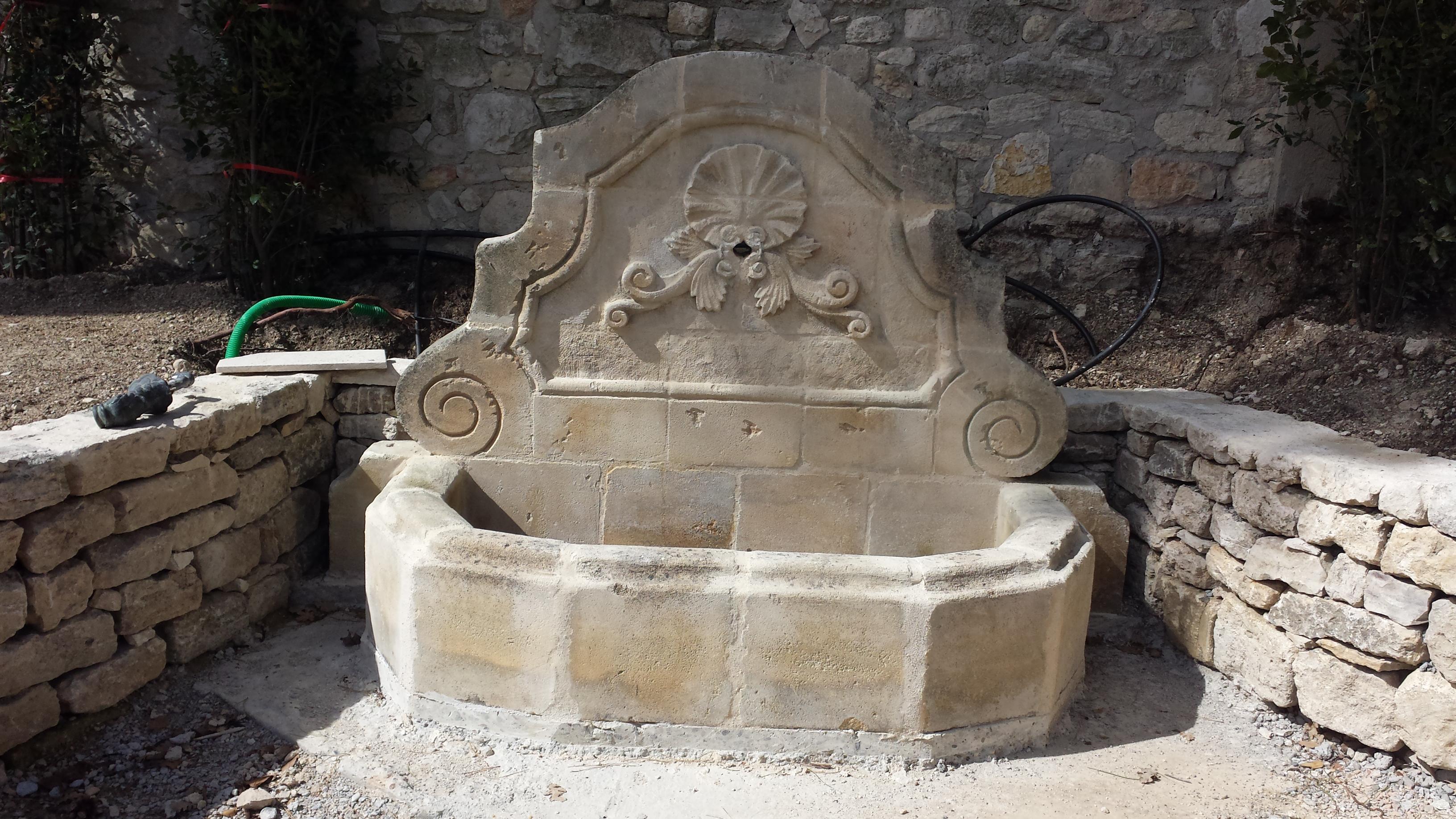 L 39 eau dans le jardin cr ation de jardins brignoles var for Jardinier paysagiste 71